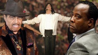 """Padre de Michael Jackson ordenó """"castrarlo químicamente"""" para mantener su voz (según el que fuera su médico)"""