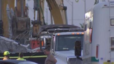 Extraen otros tres cuerpos de los escombros que dejó el puente colapsado en Miami