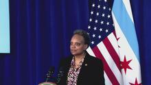 Alcaldesa de Chicago firma ordenanza para que la policía no coopere con inmigraciones