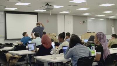 ¿Quieres estudiar tecnología? Te contamos sobre un programa asequible que te puede ayudar
