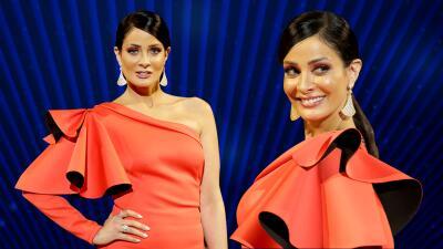 Atrevida y juguetona, Dayanara Torres invade el foro con su brillante vestido naranja