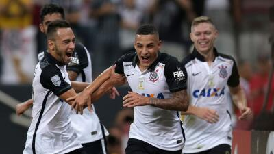 Corinthians luce con goleada a Cobresal en su camino a octavos de final