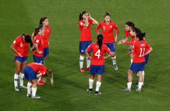 En fotos: la falta de un gol eliminó a Chile a pesar de su victoria en el Mundial Femenino