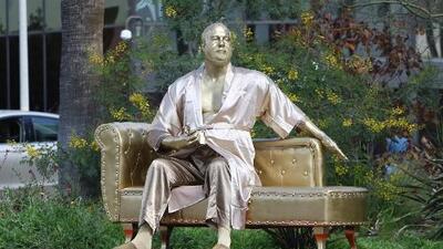 Inmortalizan al 'monstruo' de Harvey Weinstein en una estatua que denuncia sus abusos sexuales
