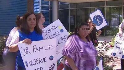 Activistas exigen aumento del salario mínimo para trabajadores del Distrito Escolar Independiente de Houston