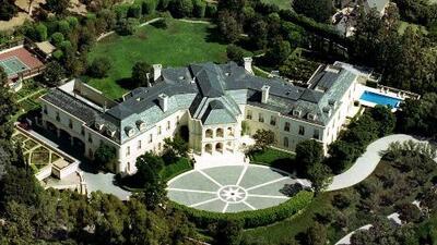 Viral en redes: Venden en 120 millones de dólares la mansión del productor Aaron Spelling