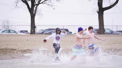 En fotos: El chapuzón polar del 2019 en apoyo a atletas de Juegos Olímpicos especiales de Illinois