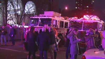 Investigan las causas del incendio en un rascacielos en Manhattan que dejó 21 heridos