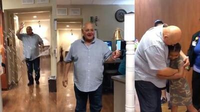 (Video) Entre lágrimas y sin pelo, Don Heraclio de Los Huracanes del Norte festeja su salida del hospital