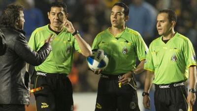 Los árbitros de la Liga MX podrían ponerse en huelga y no dirigir duelos de la fecha 16