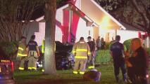 Una mujer que conducía presuntamente bajo los efectos del alcohol se impacta con una vivienda en San Antonio