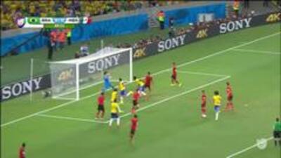 Uyy!! Thiago Emiliano Da Silva dispara y para el portero