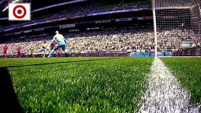 ¡Pechito, sombrerito y golazo! Raúl Ruidíaz burla a tres defensas y sella un mágico gol