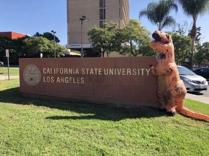 <b>Universidad de Estatal de California, Los Ángeles (47º a nivel nacional)</b> <br> <b>Costo estimado anual sin ayuda financiera: </b>$27,000 <br> <b>Costo estimado anual con ayuda financiera: </b>$4,600 <br> <b>% estudiantes obtienen becas: </b>83% <br> <b>% graduación:</b> 48% <br> <b>Salario promedio anual estimado:</b> $47,500 <br> <br>