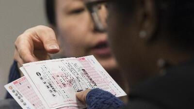 ¿Tiene usted este boleto de lotería? Lo están buscando para darle $24 millones