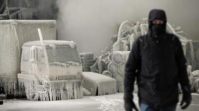 Troquero cuenta lo que hace cuando los frenos de su camión se congelan en Chicago