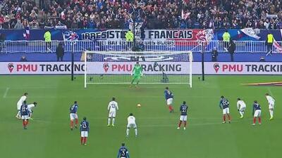 Polémico penal y Giroud puso el 1-0 para Francia