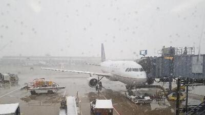 Cancelan más de 700 vuelos en los aeropuertos de Chicago por condiciones invernales