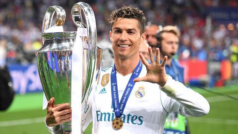 ¡Una máquina de goles, récords y títulos! Cristiano Ronaldo recibe la distinción a mejor delantero