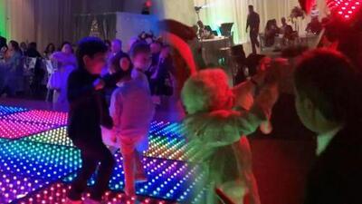 En la boda del hermano de Alejandra Espinoza, Matteo y su abuela se lucieron en la pista de baile
