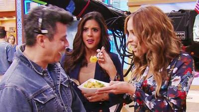 Esta ensalada de camarones con frutas quedó tan buena que Karla lo repartó en todo el estudio