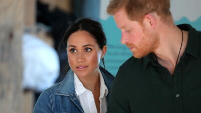 """Meghan Markle demanda a tabloide británico y el príncipe Harry la defiende del """"acoso"""" que también vivió Lady Di"""