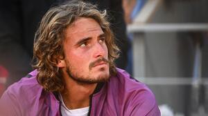 Tsitsipas carga con la derrota en Roland Garros y la muerte de su abuela el mismo día