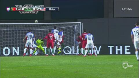 ¡Remate al poste y Portugal se salvó!