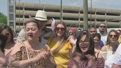 Masiva asistencia a las Fiestas de Mayo en la Plaza Garibaldi