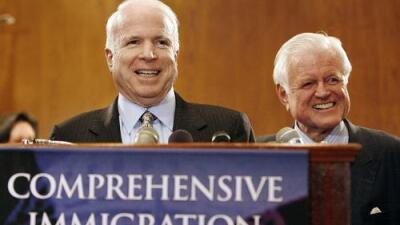 La última batalla por los indocumentados encabezada por el fallecido senador John McCain