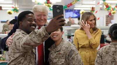 El presidente Trump y la primera dama visitan de sorpresa Irak para reunirse con tropas estadounidenses
