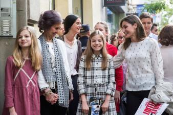 Mientras Meghan se casaba, esto es lo que hacían las reinas Letizia y Sofía (y las infantas)