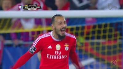 Benfica venció a Estoril y se coloca a dos puntos del Sporting de Lisboa