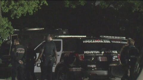 Arrestan a un hombre que presuntamente se atrincheró en una vivienda tras dispararle a una persona en Houston
