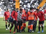 Médico entrenador salva la vida de un jugador en un partido en España