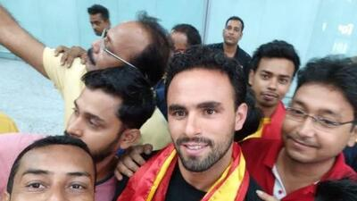 ¡Enrique Esqueda ya está en la India! Fue recibido como figura mundial