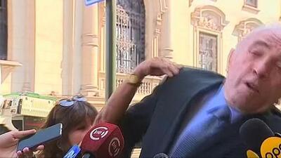 El momento en el que un congresista recibe tremenda bofetada mientras lo entrevistaban en vivo