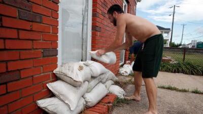 ICE y CBP aseguran que no pedirán papeles a quienes vayan a refugios por el huracán Florence