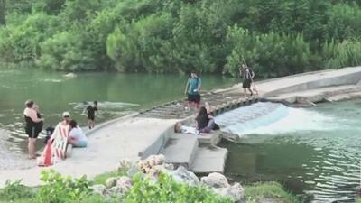 El río San Gabriel está bajo advertencia por tener bacteria en el agua
