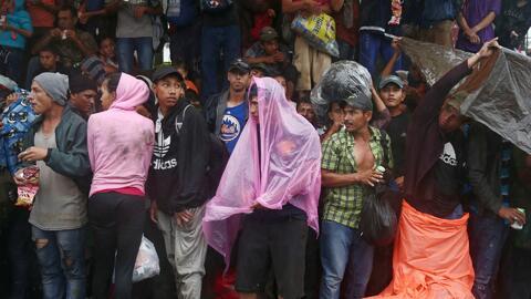 La caravana de migrantes centroamericanos se prepara para cruzar la frontera con México