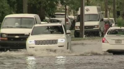 Congestión vehicular en Miami-Dade por fuertes lluvias, tormentas eléctricas e inundaciones
