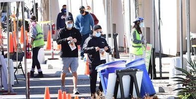 """""""Una señal muy preocupante"""": Alcalde de Los Ángeles advierte sobre aumento de casos de coronavirus"""