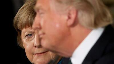 """Trump no se arrepiente de sus acusaciones de espionaje y le dice a Merkel: """"Por lo menos tenemos algo en común"""""""
