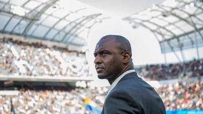 Patrick Vieira desmintió de manera enfática haber firmado un contrato con el Nice de Francia