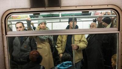 Cuando el odio viaja en el vagón: las agresiones racistas en el metro de Nueva York aumentan, también hacia latinos