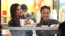 Sandra Bullock y Rihanna disfrutan de ricos hot dogs