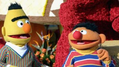La historia de Enrique y Beto de 'Plaza Sésamo' sí se inspiró en una relación gay, dice el guionista