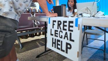 Hay asistencia legal gratis para sobrevivientes de los incendios de California