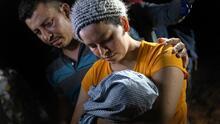 Con bebés recién nacidos y menores de edad, continúa el cruce de inmigrantes a EEUU por la frontera sur
