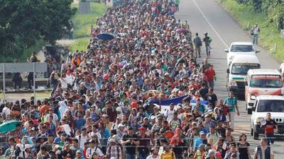 La caravana de migrantes centroamericanos continúa su avance por México hacia el norte